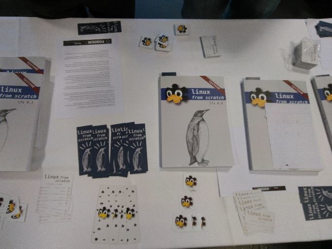 Photo de la table du stand LFS au FSODEM